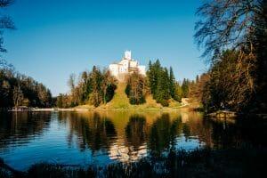 Dvorac Trakošćan na jezeru